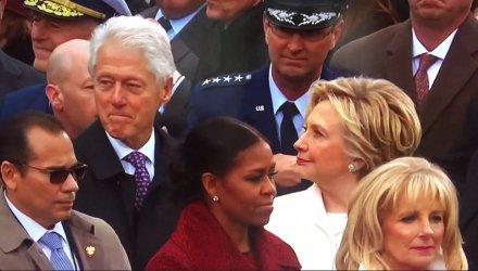 La fulminante mirada de Hillary a Bill durante la investidura de Trump...