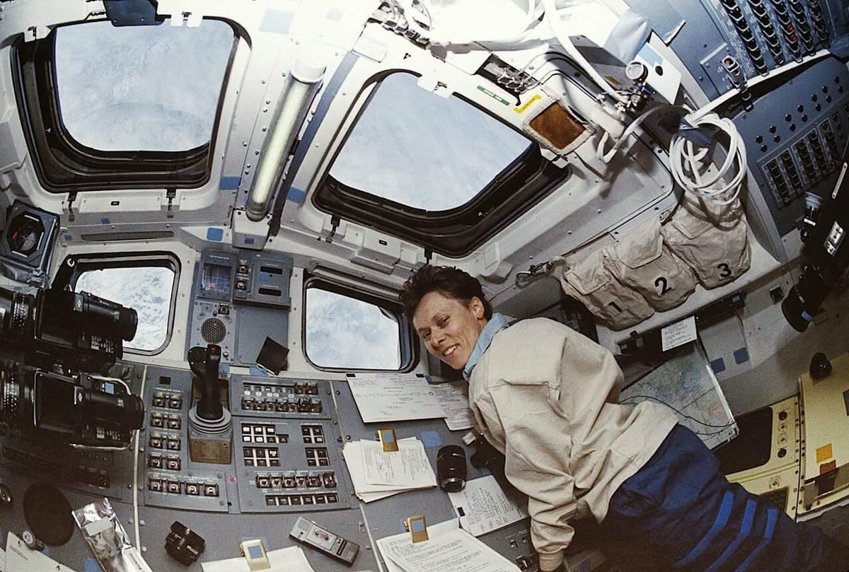 25 years ago Dr Bondar became the first Canadian woman in space – a true pioneer! https://t.co/9ofbbU6EkW