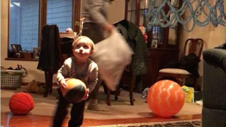 Fã de Jordan, bebê de 2 anos impressiona com sequência de cestas https...