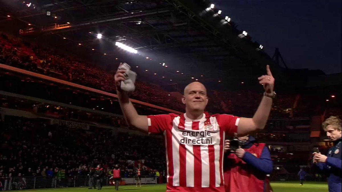 Wereldkampioen @MvG180 wordt in het zonnetje gezet door 'zijn' PSV. #p...