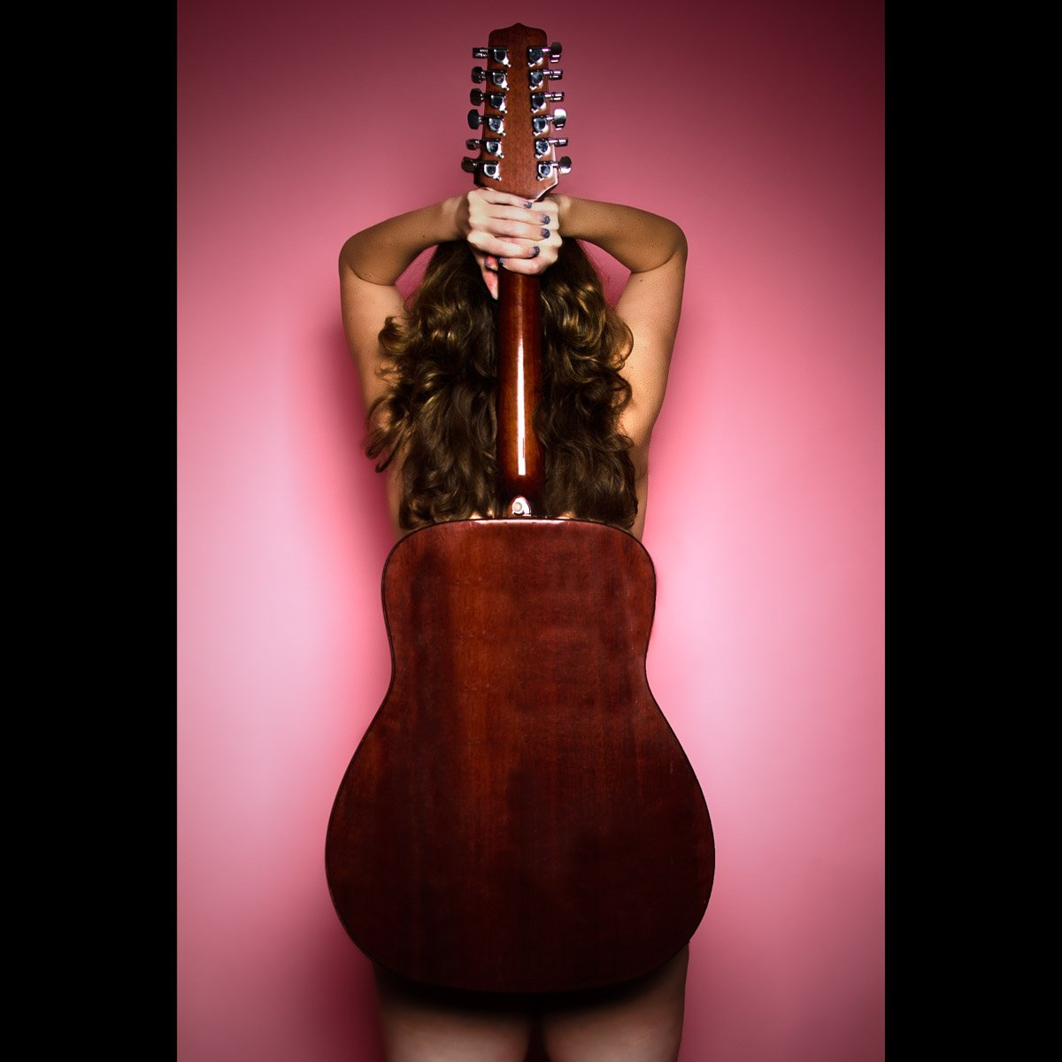 Sexy girls with guitar — photo 4