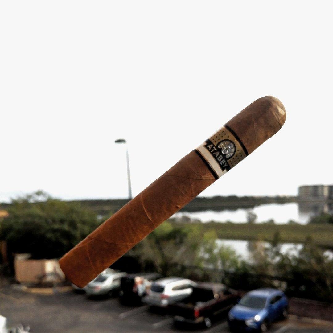 @UnitedCigars Atabey @coronacigarco #coronacigar #cigars #cigaraficionado #atabey <br>http://pic.twitter.com/LMd359r7oR &ndash; à Corona Cigar Company