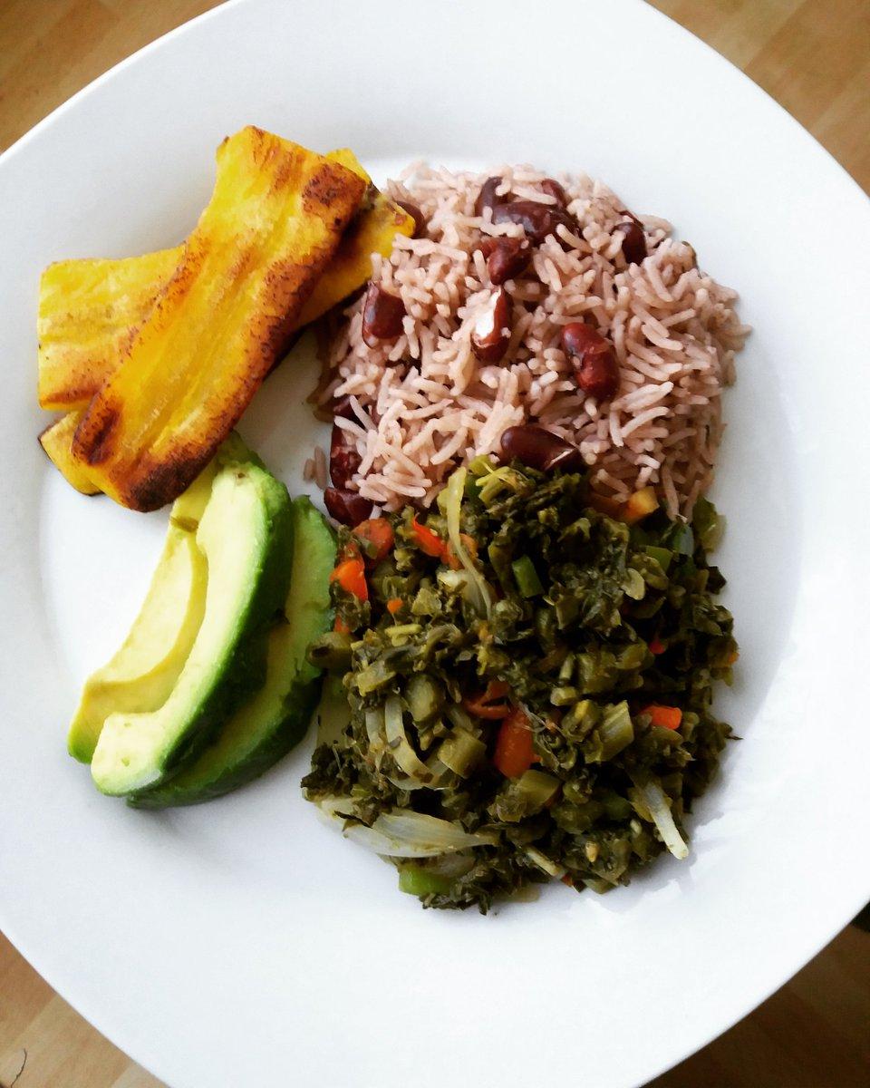 Jamaican Callaloo, Rice &amp; Peas, Plantain &amp; Avocado #homemade #healthyfood #vegan #vegetarian #jamaicanfood #dinnertime #foodshare #foodie <br>http://pic.twitter.com/xmAFVllEIk