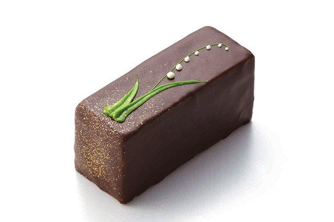 """フランス菓子「ルコント」から""""すずらんの日""""にちなんだショコラ菓子、表面にはすずらんの花を fash…"""