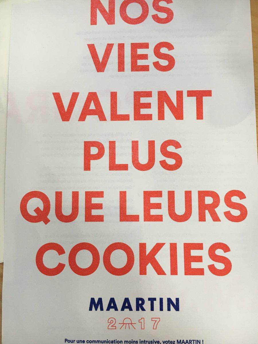Les voeux au goût de campagne électorale de l&#39;agence Maartin.fr, auteur notamment de l&#39;excellent @qqfait #voeux2017 <br>http://pic.twitter.com/yYvtPi8GDF