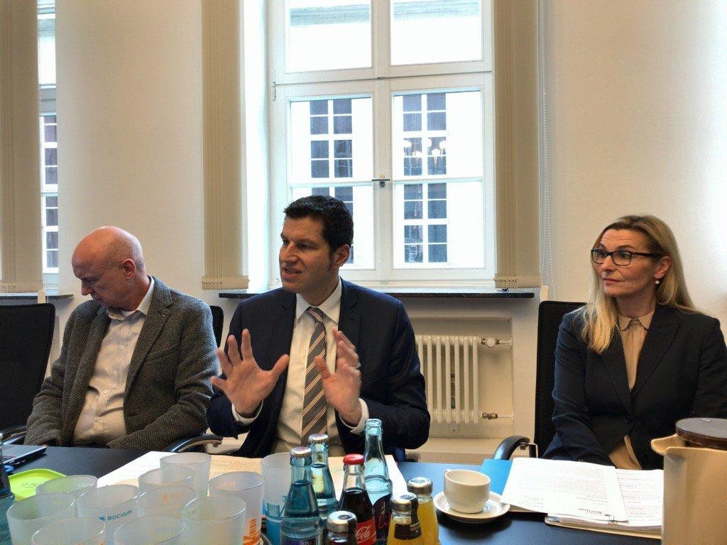 OB @thomas_eiskirch bei der Pressekonferenz zur Bürgerkonferenz @BO_Konferenz der Stadt @bochum_de #BOkonferenz https://t.co/2mThOvybjp