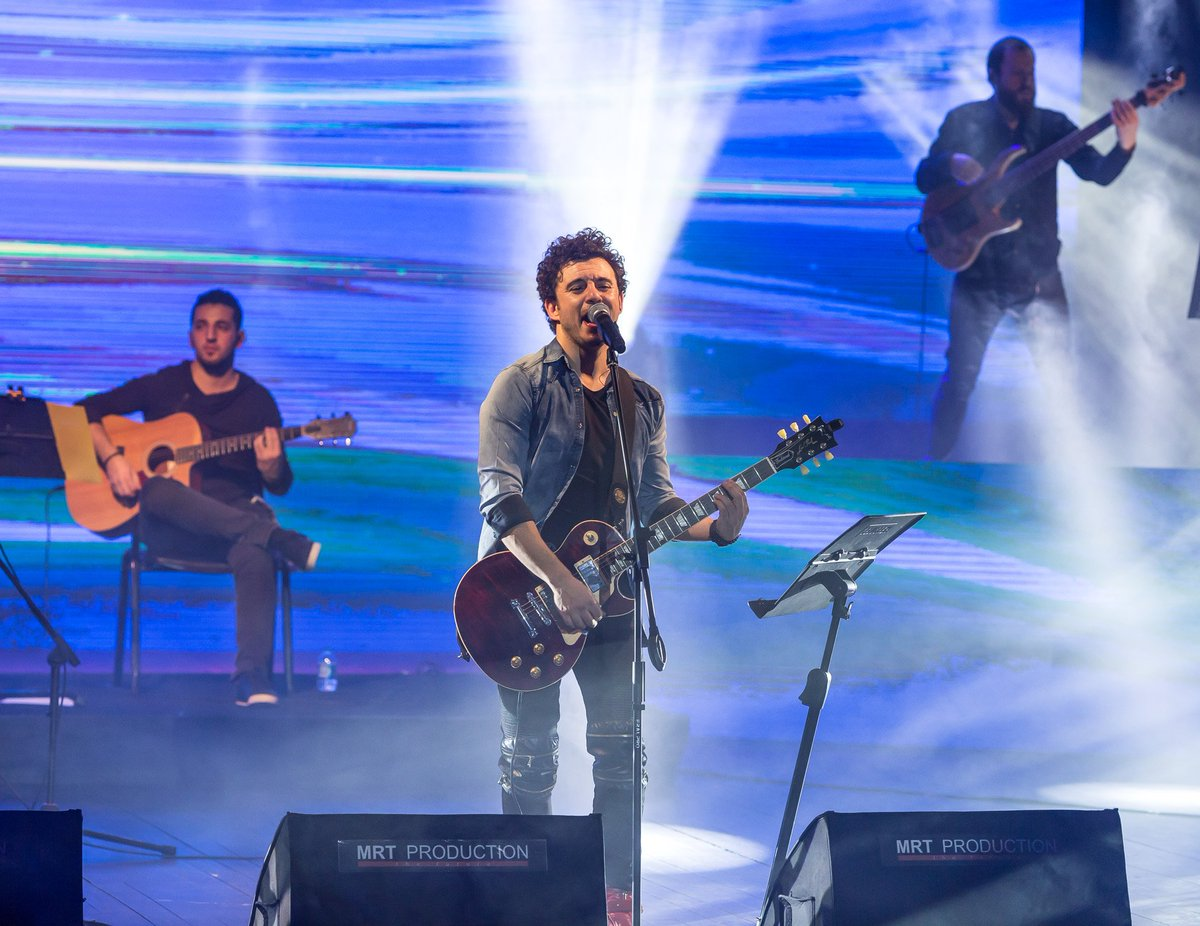 ''Bu Konserin Vokalist'i Seyirci'' @Buraymusic #kralmüzik https://t.co...