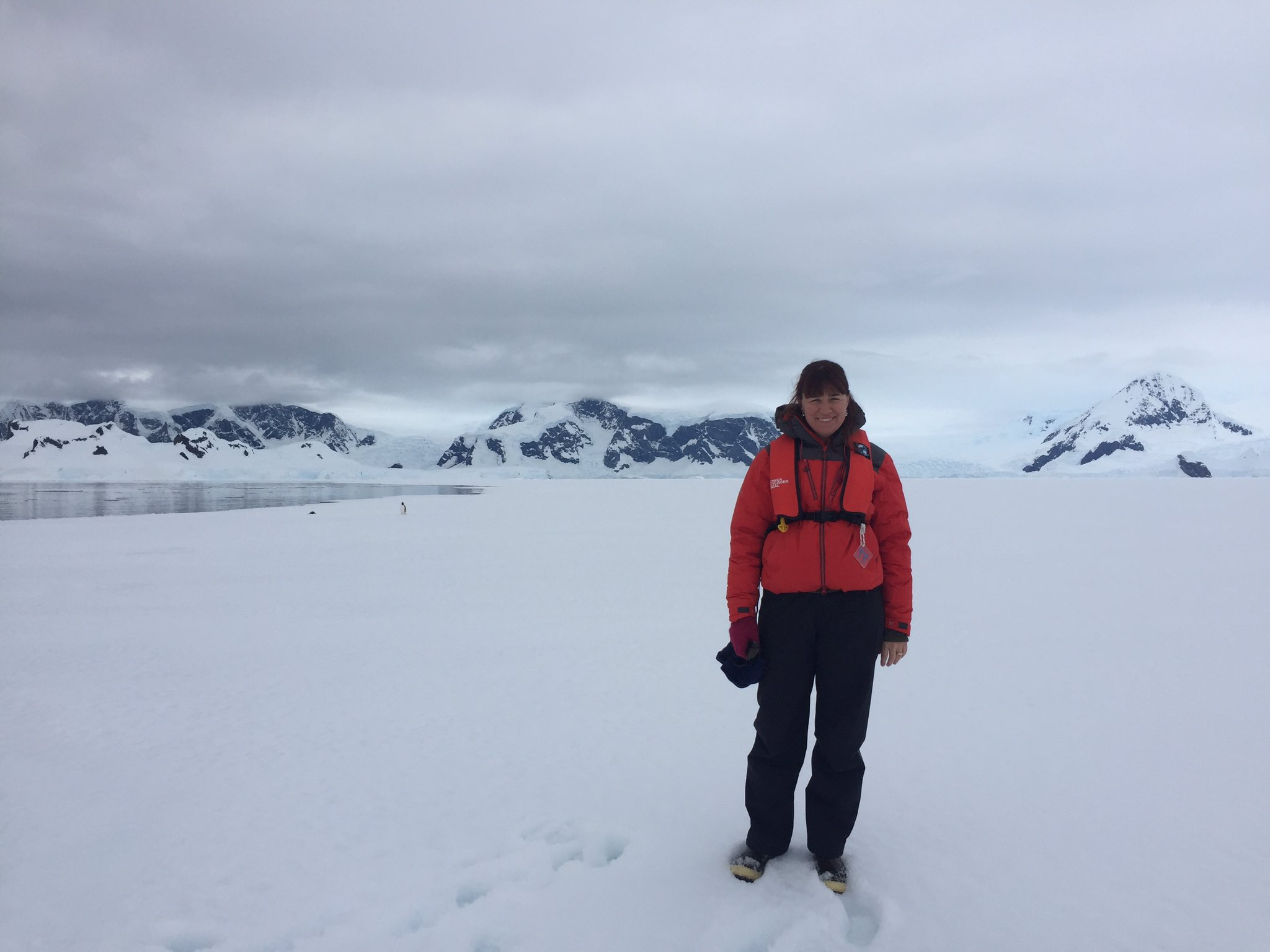 I'm Justine I'm an #actuallivingscientist who works on#antarctic & threatened spp conservation & I #DressLikeAWoman https://t.co/2jJtH4YQgn