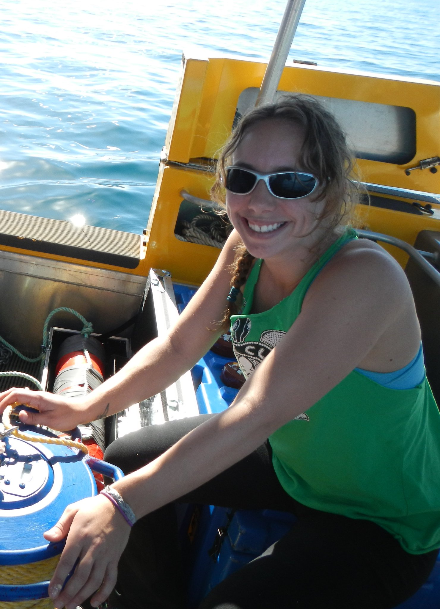 I'm an #actuallivingscientist who studies cultural learning in whale songs. I #DressLikeAWoman to go on boats and put out recorders. https://t.co/brw0jn0aDq