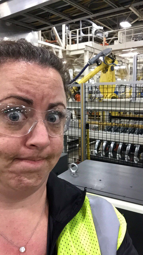 Safety glasses, safety vest, diamonds, and robots.  #DressLikeAWoman #engineerlife https://t.co/BEtxLAKb2L