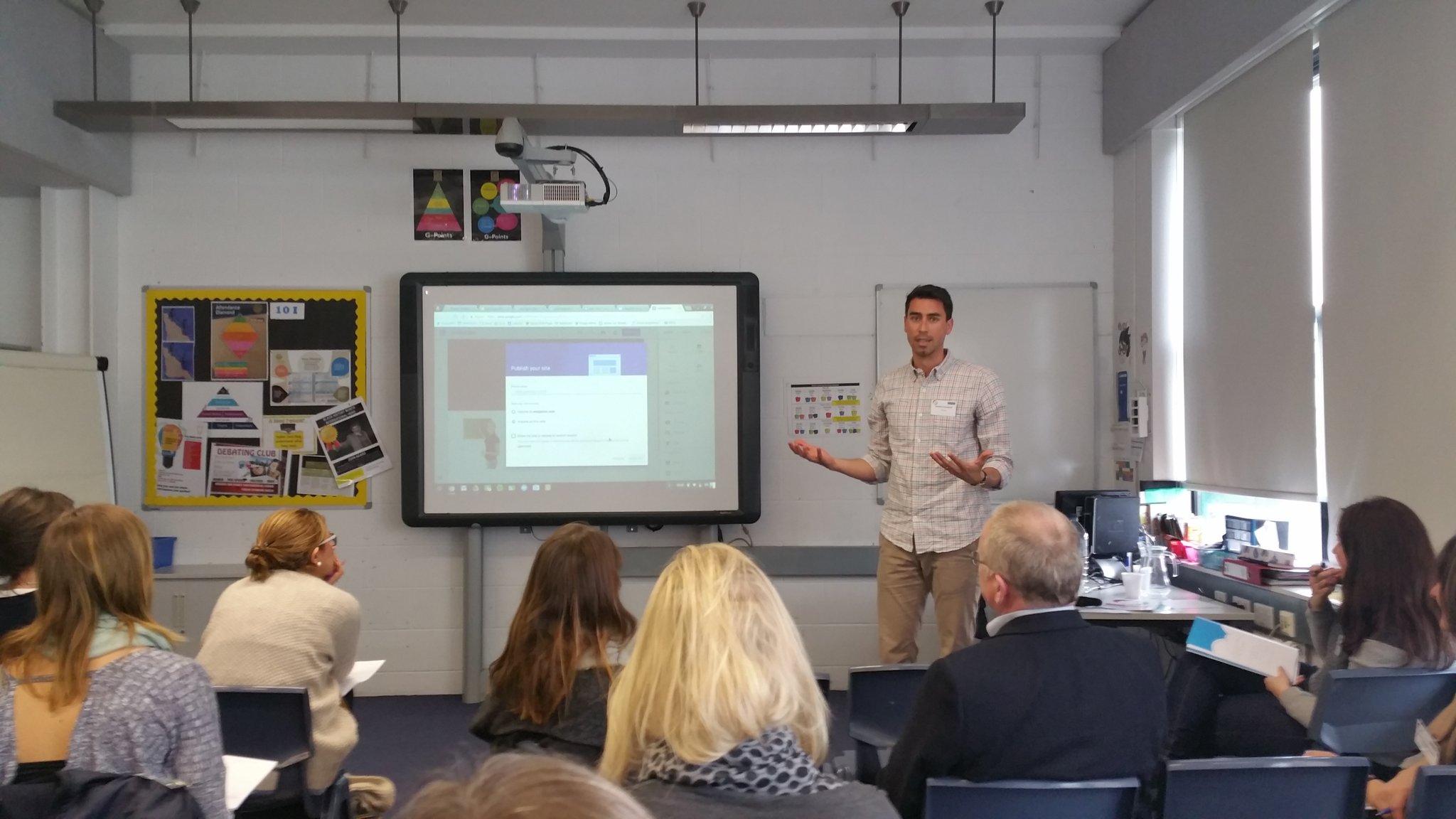 .@JamesLeonard1 of Google leads a.session on classroom technology #Teach2017 https://t.co/w1znt40jPi