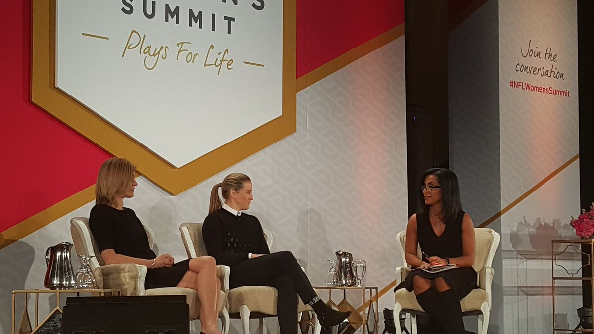 Ladies speaking on the power of mentorship....#NFLWomensSummit #SB51 https://t.co/5JEgPCPs30