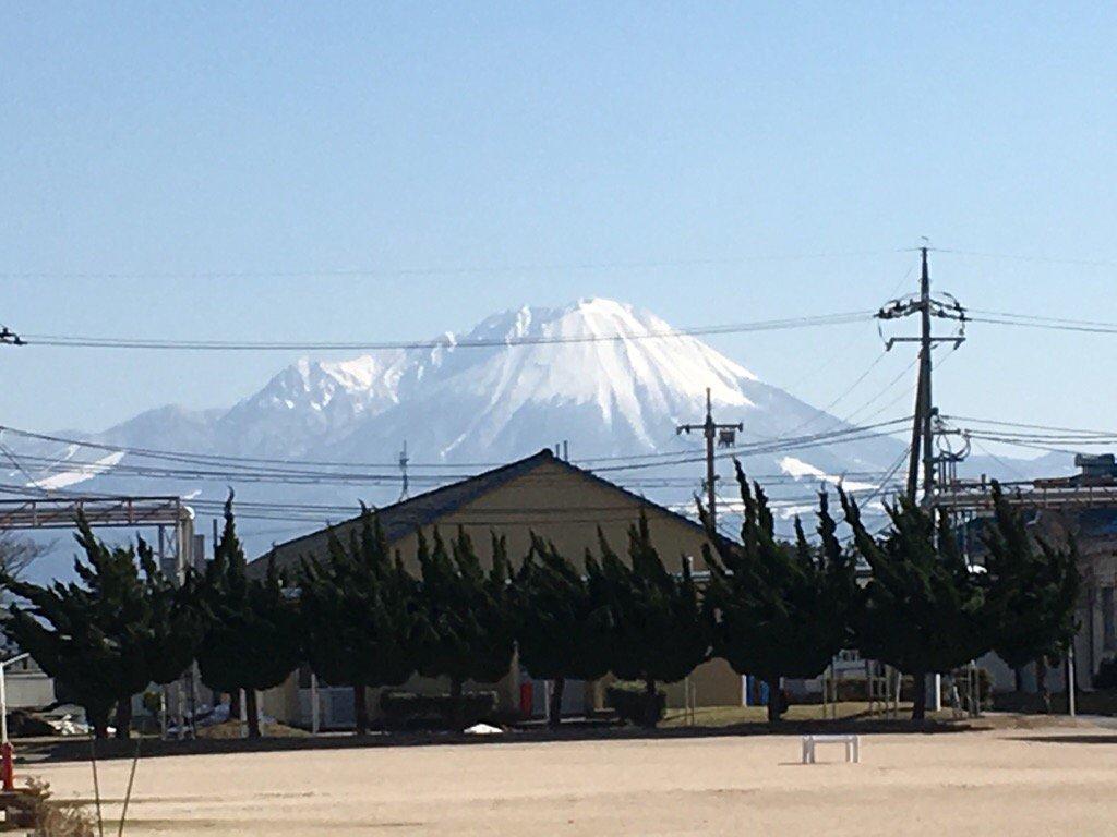 【陸自米子駐屯地を訪問、激励】 鳥取県と島根県の防衛警備を任とする第8普連を基幹とする駐屯地、福岡司…