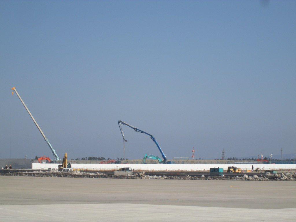 【空自美保基地を訪問、激励】 C-1を装備する第3輸送隊基幹の美保基地、北村司令等と意見交換、この3…