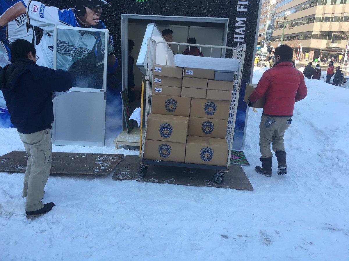 さっぽろ雪まつり会場では、明日からの出展ブースの設営中です!  #雪まつり #lovefighter…
