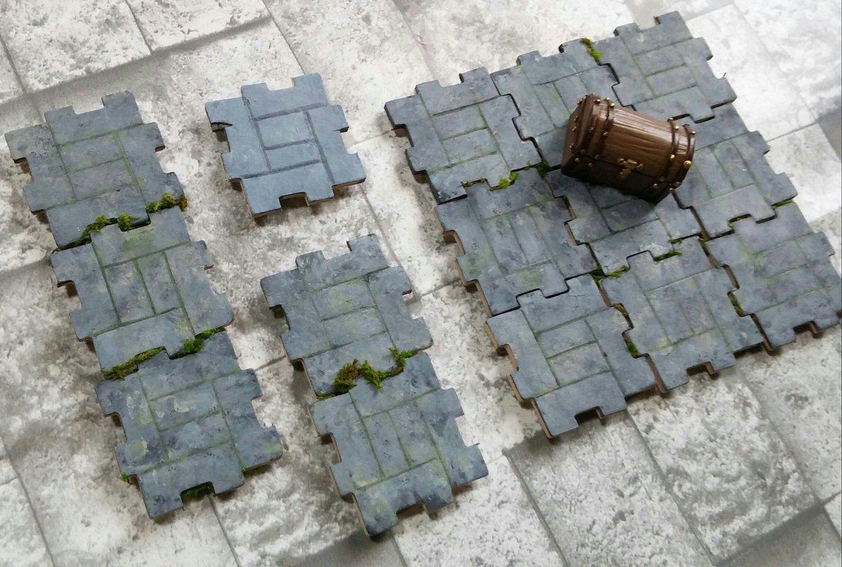 キャンドゥで見つけたウッドタイルに色塗ってダンジョンっぽいパーツを作成。 ダンジョンをその場でパズル…