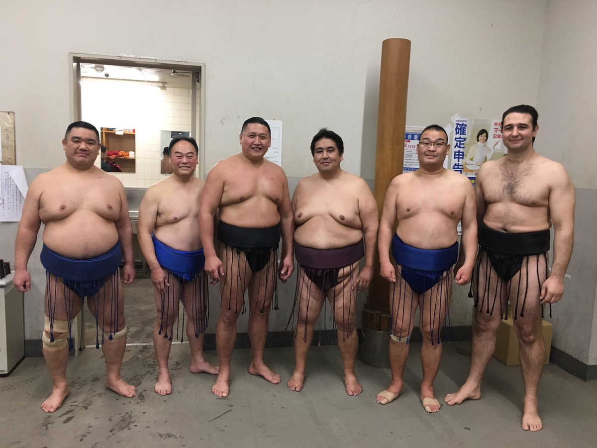写真追加です これが今日相撲とる親方衆です👍