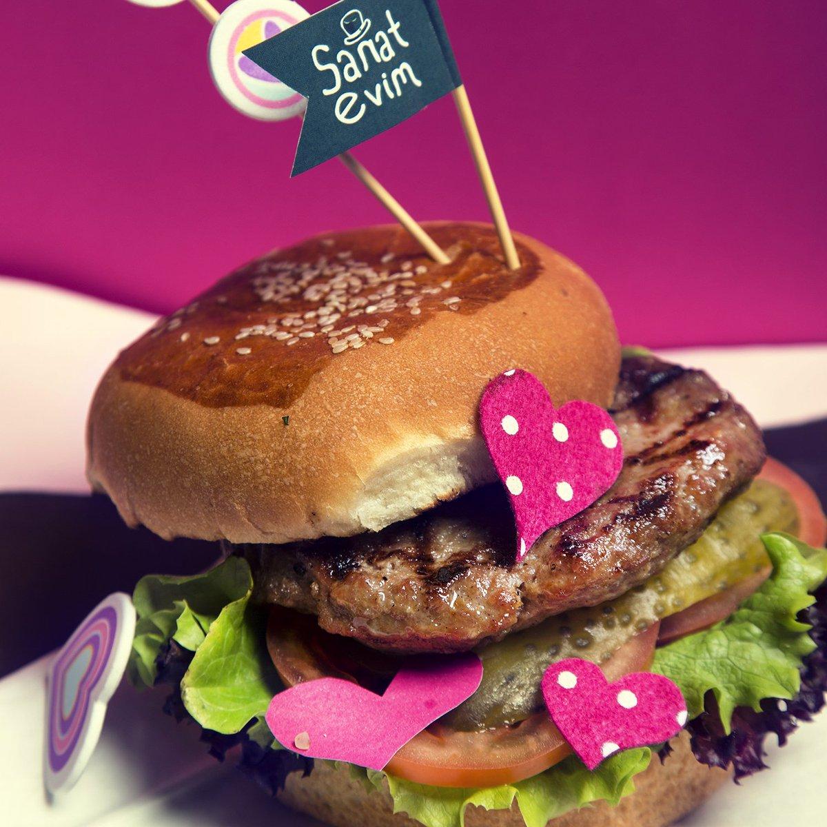 Yemek yemeyi çok seviyoruz.😉Ama el yapımı Hamburger'in yeri bir başka 😍❤ #sanatevim #sanattayiz #rotasizcafe #istanbul #avcilar #weekend https://t.co/TyxV4lHL7b
