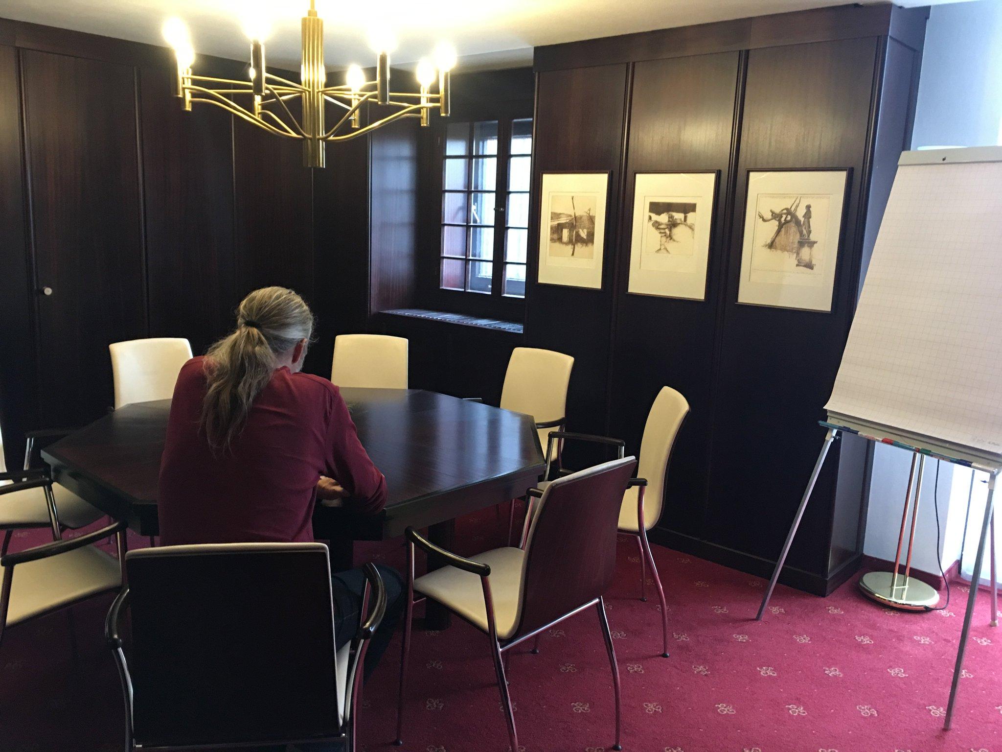 Wir haben einen eigenen Arbeitsraum… #berghotel_bastei #saechsischeschweiz #meurers hier gibt's nämlich WLAN https://t.co/xTnWjSm4N2