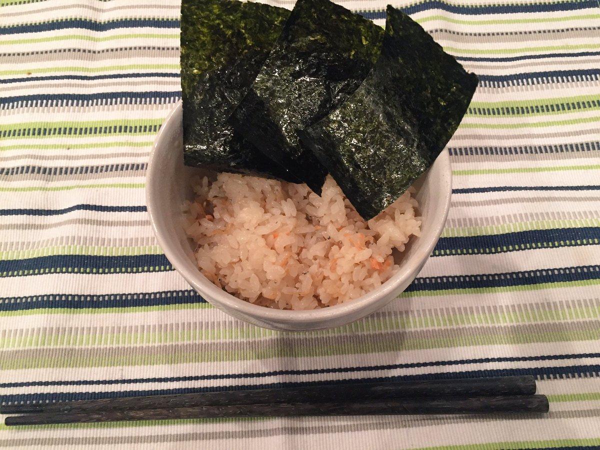 本日のめにぅ。 鮭とちりめん山椒の炊き込みご飯 鮭は鮭フレークを使用。 塩、醤油、酢をそれぞれ適当に…