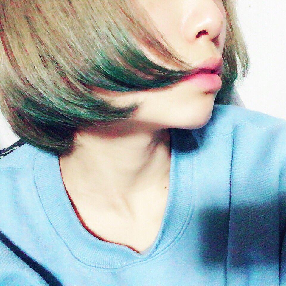 真夜中のテンションで染めた。青に染めたつもりだったけど緑色になってしまいました。