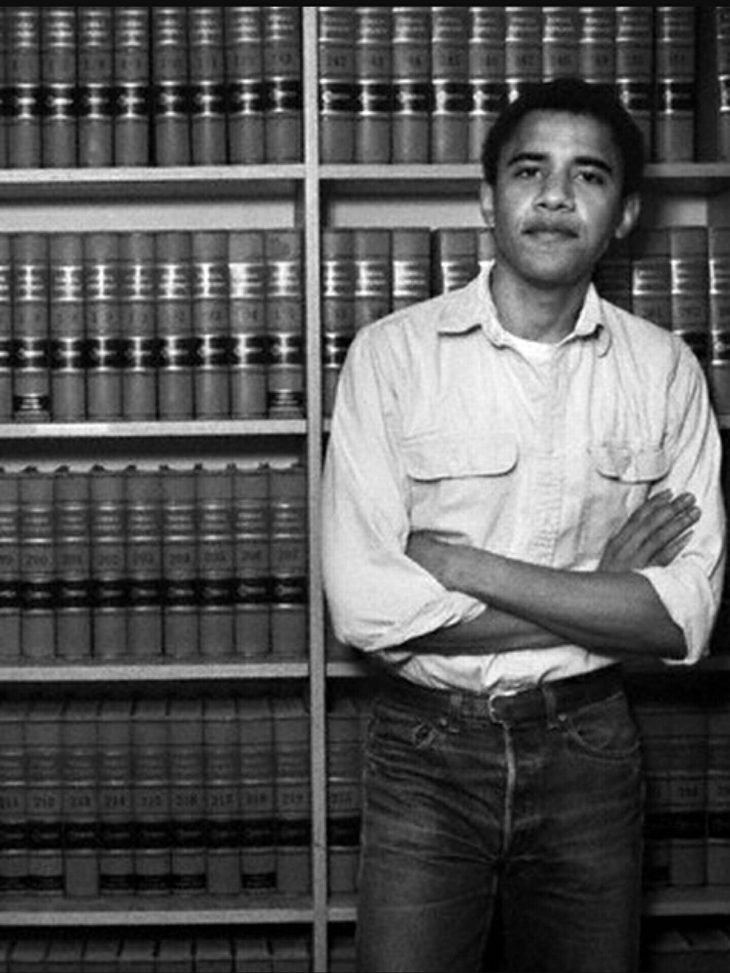 #OnThisDay in 1990, Barack Obama became the first black man named as president of the Harvard Law Review. #BlackHistoryMonth https://t.co/K5nfd6inh2
