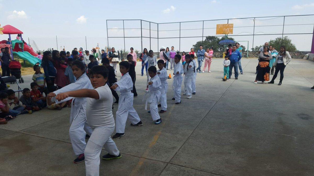 #CDMX #QuieroQueSepasQue hoy #DerechosMetropolitanos acompaña exhibición d karate, torneo de fútbol Y llevando sonrisas a la  Col. Primavera<br>http://pic.twitter.com/MgVLElJ3b3