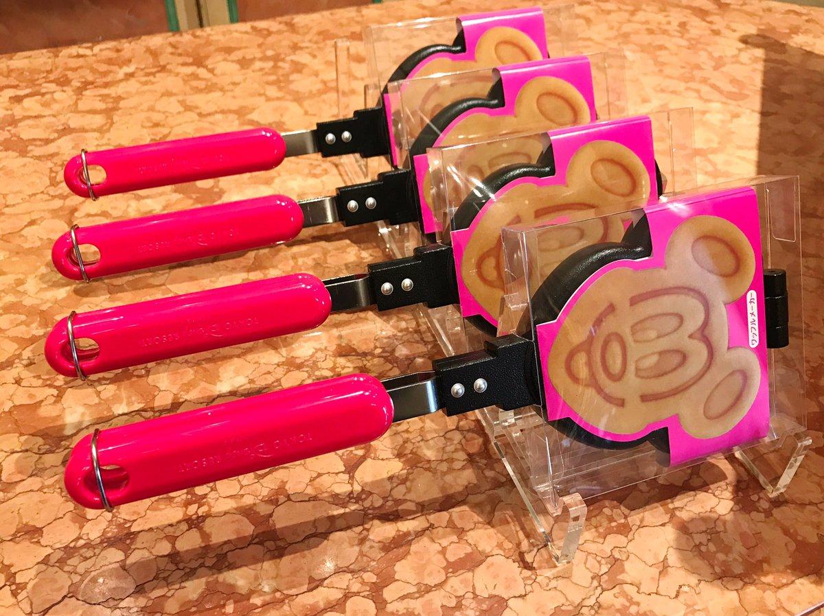 かわいいミッキーのワッフルメーカー発売中☆ 価格3800円です。 dlove.jp/mezzomik…