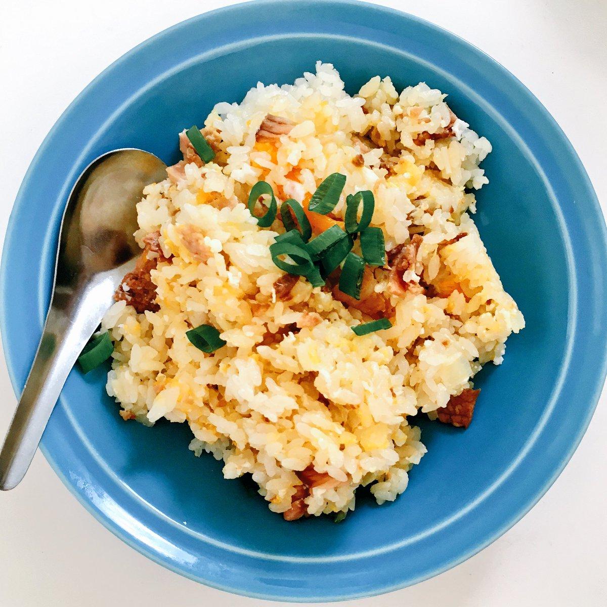炊炒飯(すいちゃーはん)作った!ネギと焼豚と生姜を入れて炊いたら、残り9分くらいのとこで、フタ開けて…