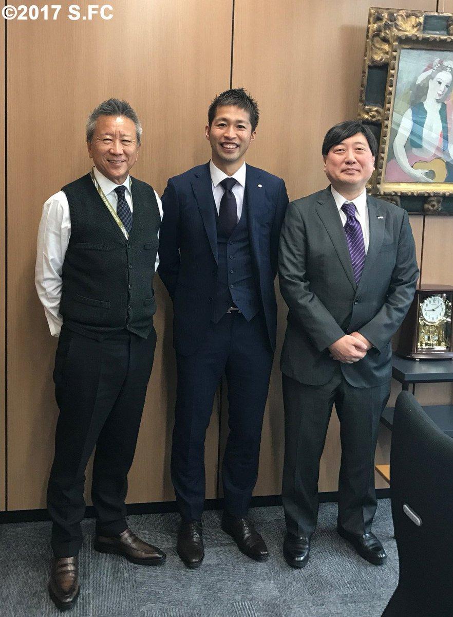 森﨑浩司アンバサダーが大阪にあるエディオン本店を訪問。久保允誉代表取締役会長兼社長と小谷野薫常務取締…