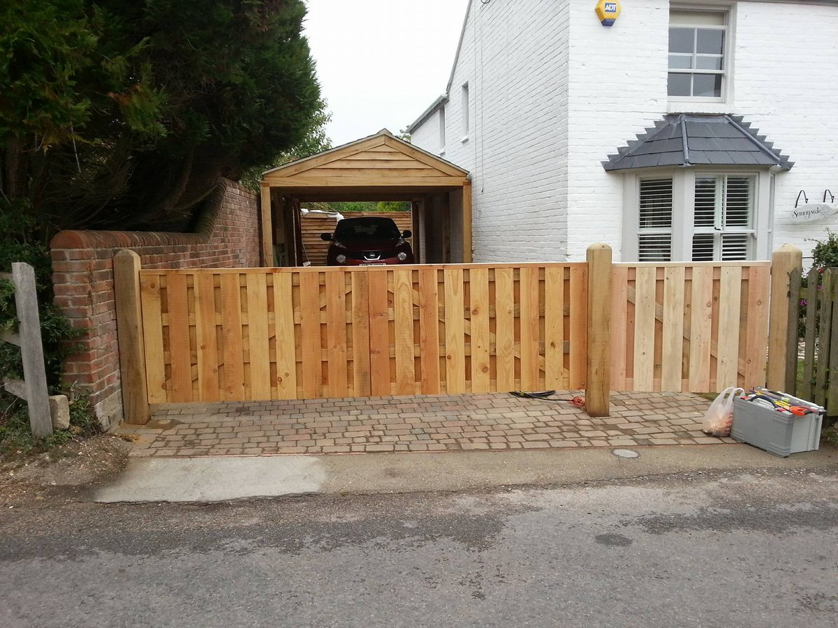 #tidy entrance gates #joinery #gates #wood #woodworking #home #homeimprovement #design<br>http://pic.twitter.com/oBQQkweQTn