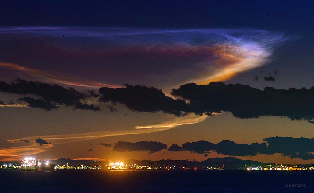 昨日のロケット雲の発光雲、色が一番よく写った写真です。 肉眼ではここまで色は見えませんでしたが、その…