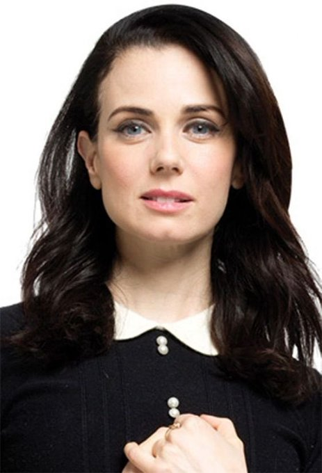 Happy birthday to the luminous and exquisitely talented Mia Kirshner! Have a great day!