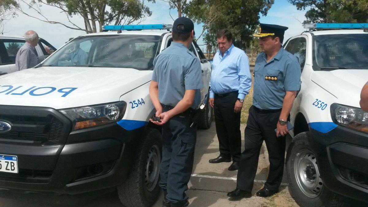 Resultado de imagen para El Ministro Pérez Estevan entregó 12 nuevas camionetas a la Policía