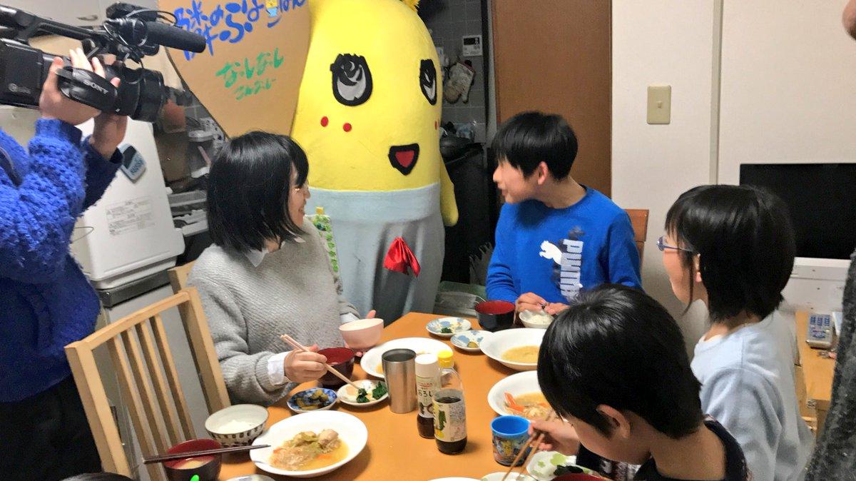 みんなー今日も一日お疲れ様なっしー♪ヾ(。゜▽゜)ノ大阪で串カツ食べてたこ焼き食べて大満足なっしー♪…