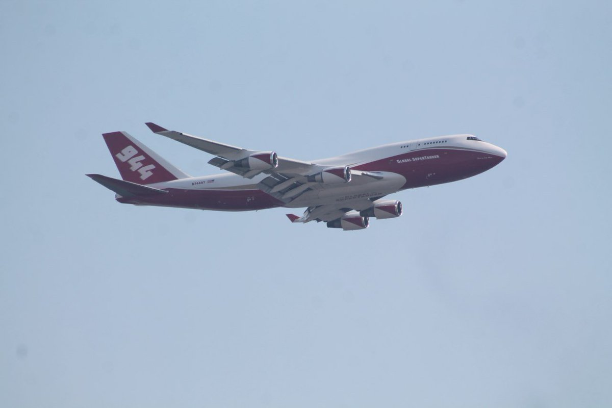 El Boeing 747 #SuperTanker ya está atacando el fuego en Porvenir de Hualañé, VII Región. https://t.co/glp5KnwRYi