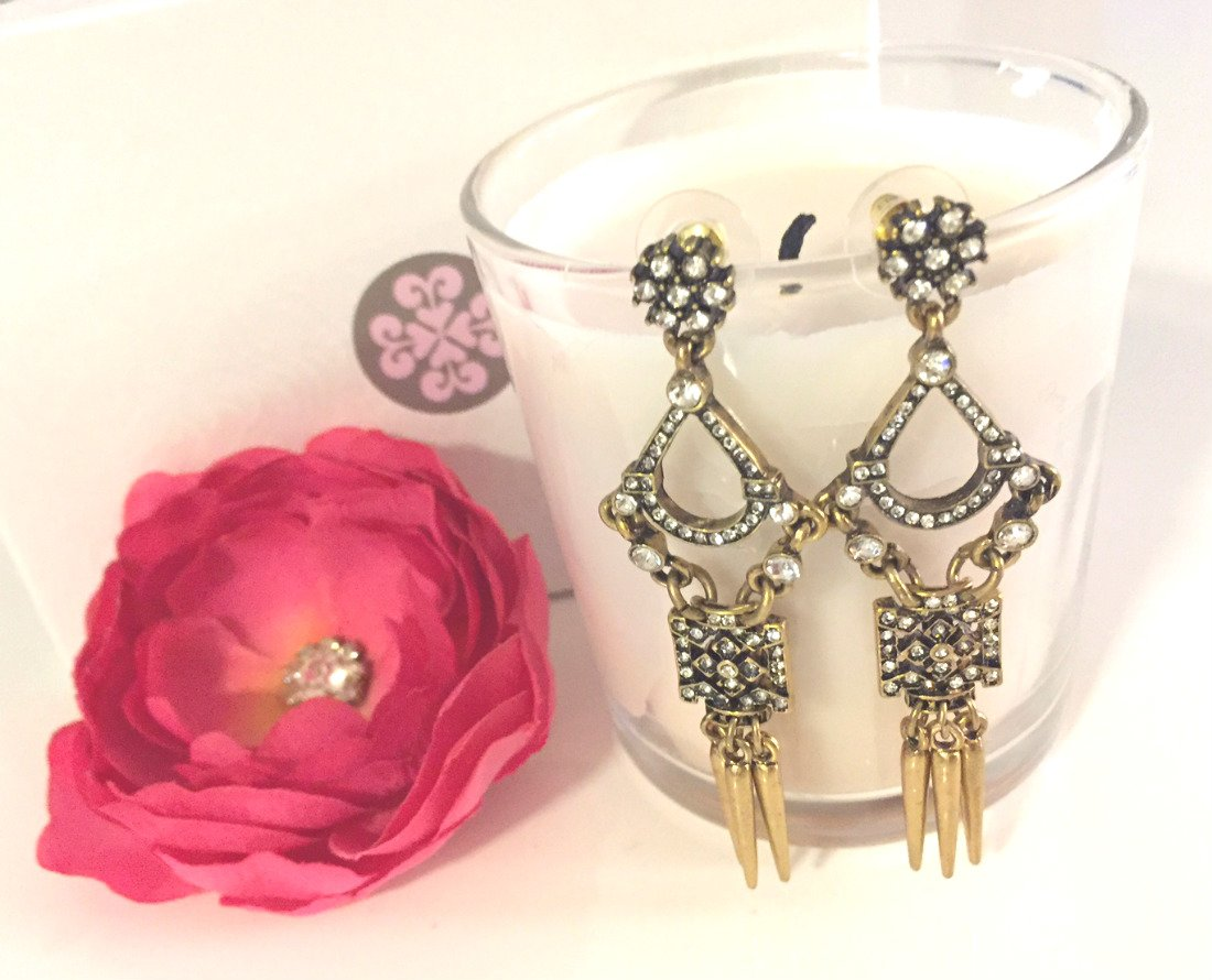 New #blog alert! Light a candle, get cozy &amp; read all about the jewelry trends we loved from #TheGoldenGlobes  http:// bit.ly/2ktNDL9  &nbsp;  <br>http://pic.twitter.com/Y0uYQPWDI5