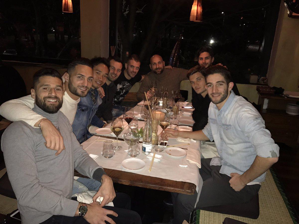 チームの食事会。 cena di squadra.