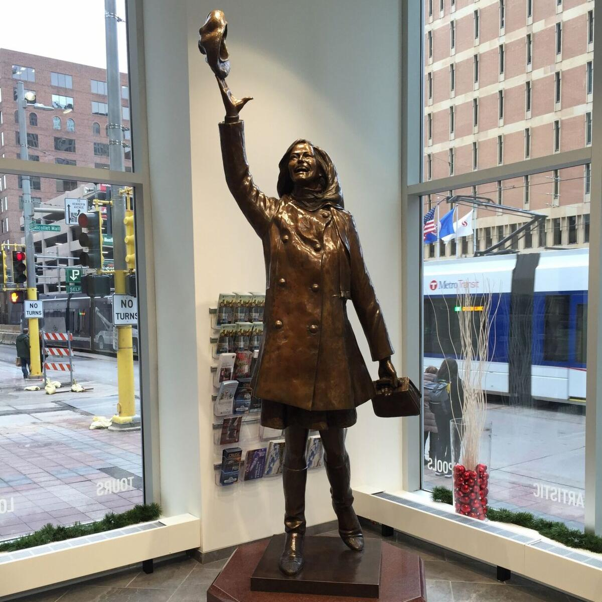 Hats off to a true #OnlyinMN legend. Rest in peace #MaryTylerMoore. https://t.co/IFCfVZW4Dr