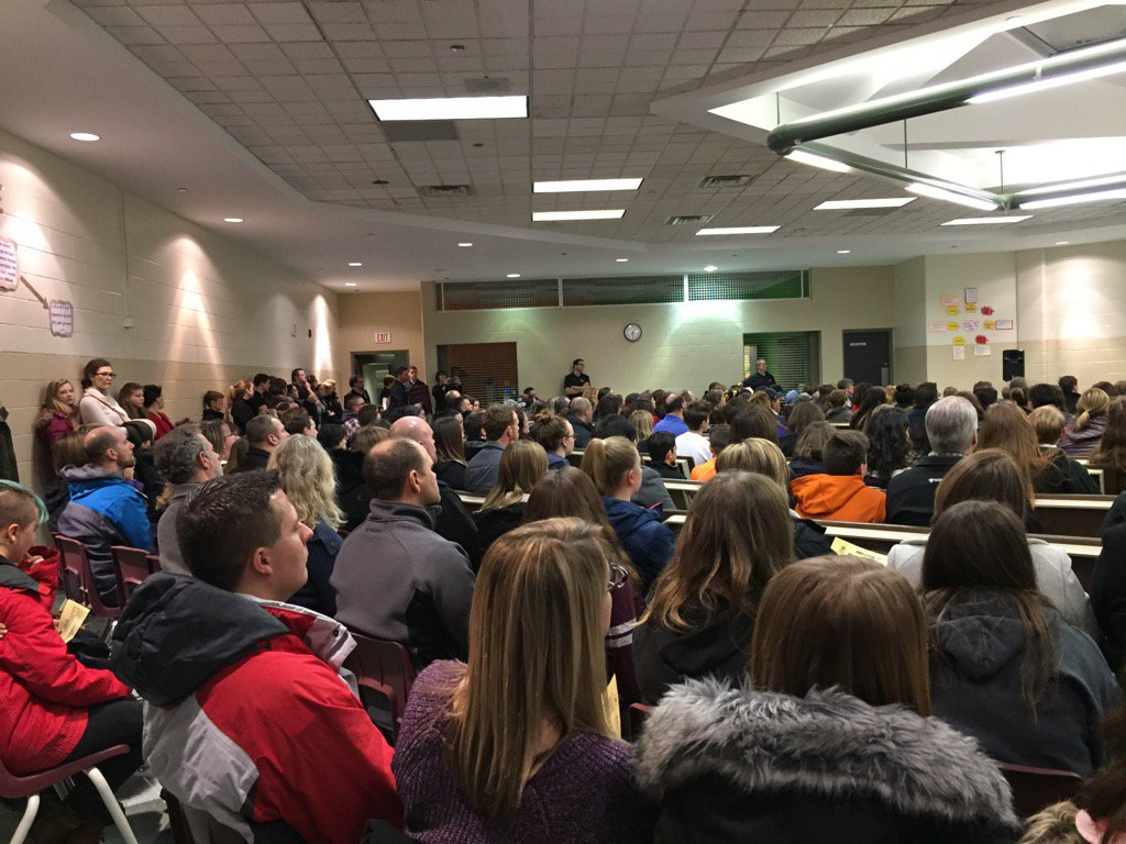 Standing room only at PFO parent student info night #grade9 @PrincipalPf https://t.co/eQ3VDdSuZS