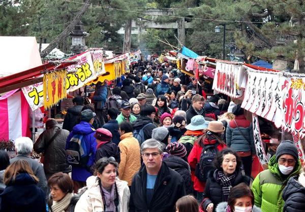 北野天満宮で「初天神」…約千軒の露店、参拝客でにぎわう sankei.com/west/news/1…