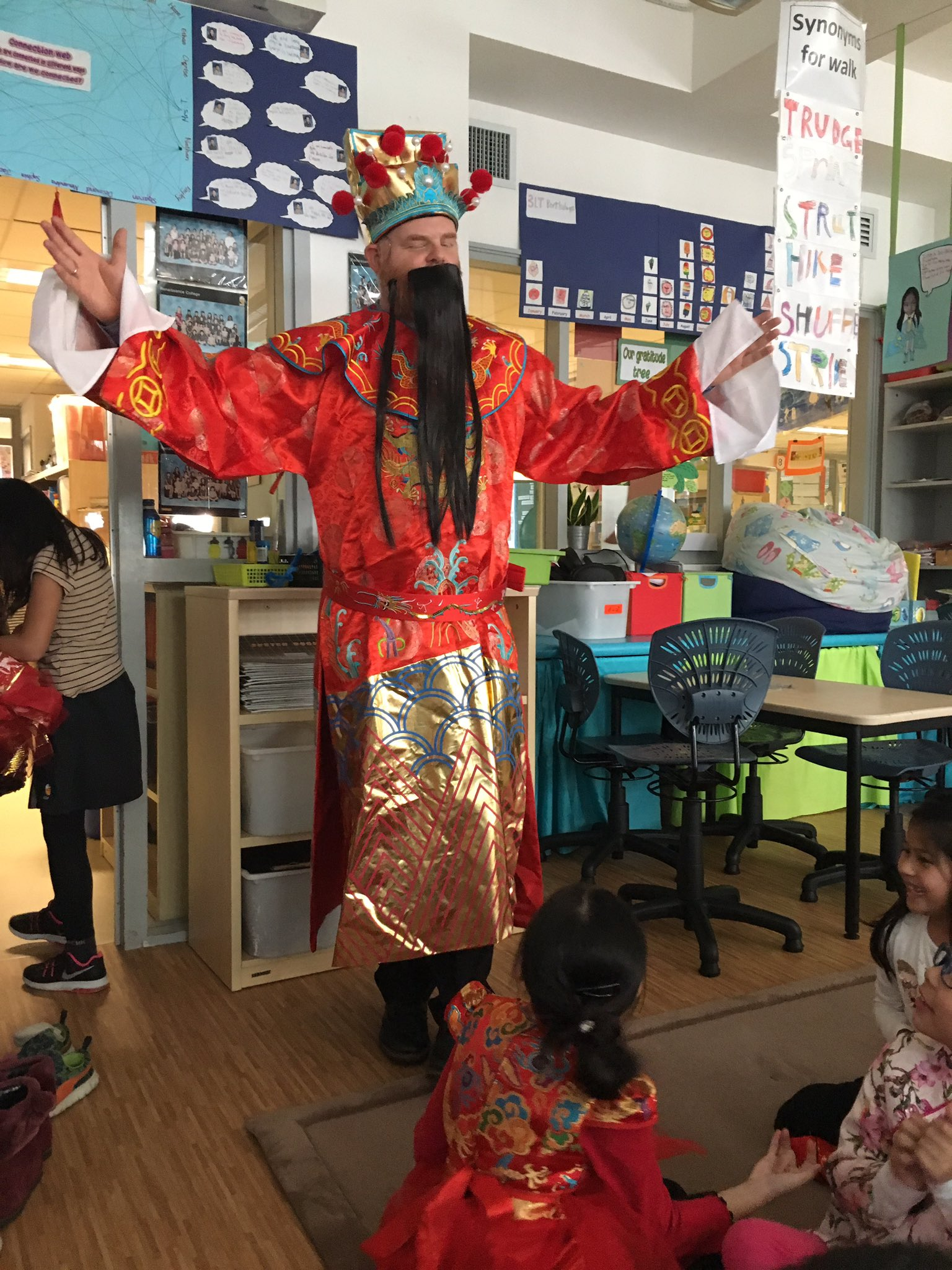 @RESVTlibrary the god of wealth came to our classes today to give us candy! Yay!!! He comes every CNY. #rchkpyp #awesome3LT https://t.co/LigmCAJFqy