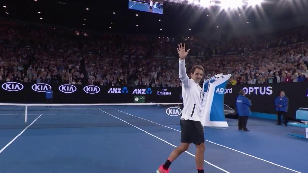 The King is back! 👑👑👑  #Federer #AusOpen