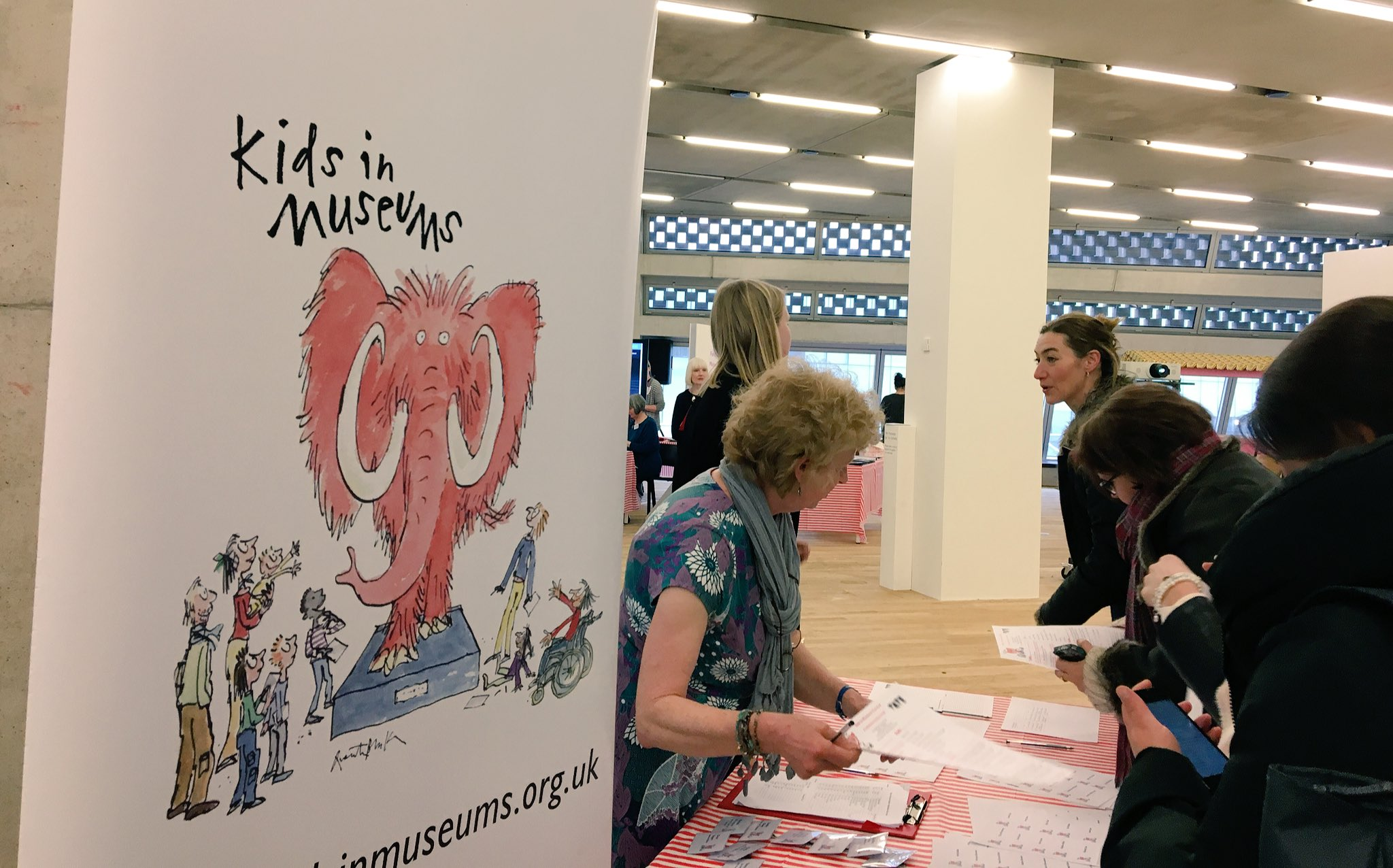 The @kidsinmuseums Carnival has begun! Hopeve made it to @tateexchange @Tate #kimcarnival #minifesto https://t.co/XWyZdBtWdX