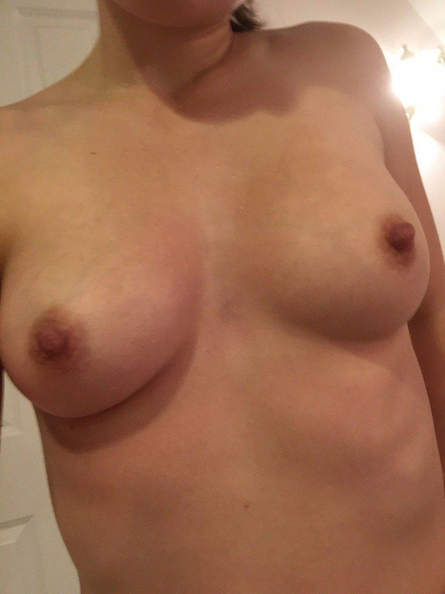 Nude Selfie 10403