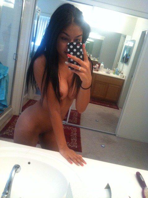 Nude Selfie 10434
