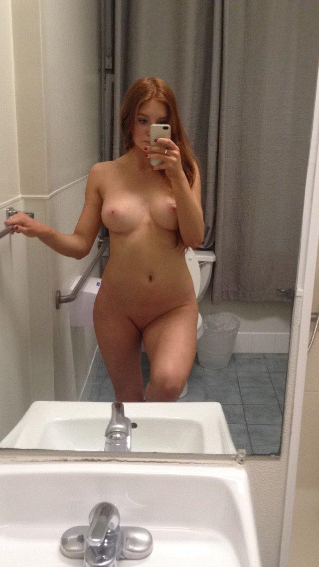 Nude Selfie 10441