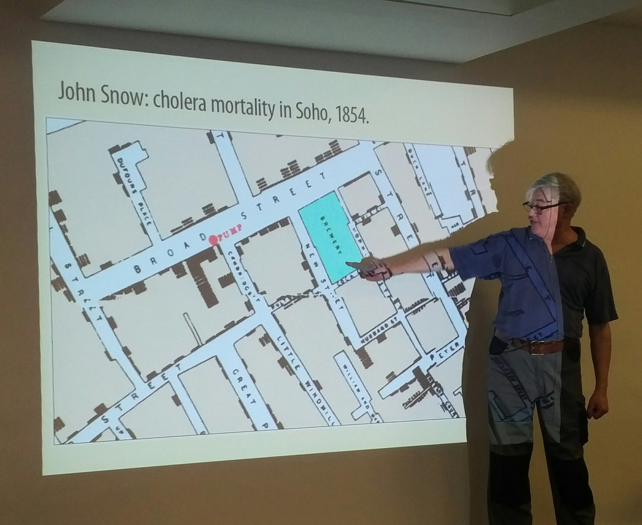 Conrad Taylor indicates the Broad Street brewery on Snow's cholera map. With its own water supply the beer was unaffected. #netikx83 https://t.co/WhUYQ6wnNr
