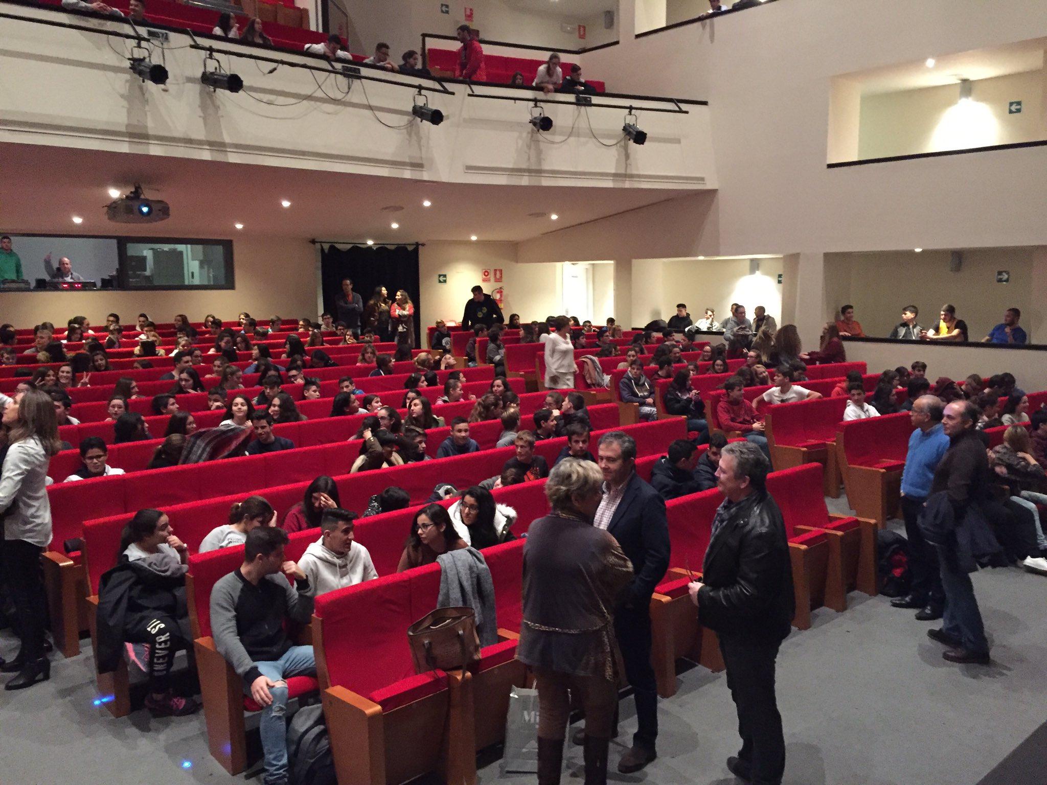 Muchas gracias por el recibimiento de hoy en Mijas. Un gusto charlar con los colegios y compartir @TheOtherKidsDoc con más de 400 alumnos. https://t.co/oOBvqpyHSq