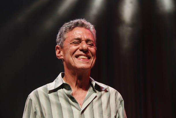 Chico Buarque vence prêmio literário na França pelo 'conjunto da obra' https://t.co/R2MzmbQRjj